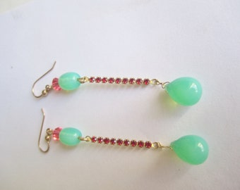 Colorful Dangles ./. Green and Red Dangles ./. Pendant d'Oreilles ./. Red Rhinestone Earrings ./. Green Glass Drops ./. Greenery Pantone