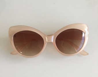 Vintage Light Pink Cat Eye Style Sunglasses With Gradient Lens