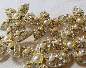 """Vintage button, 1"""" ins across, realistic star shape, small crystals and tiny faux pearls set in gold base. Shank.PRICED 4 One CLAM16.3-20.9"""