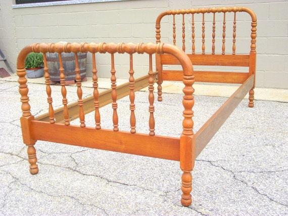 lovely wooden spindle bed frame 14