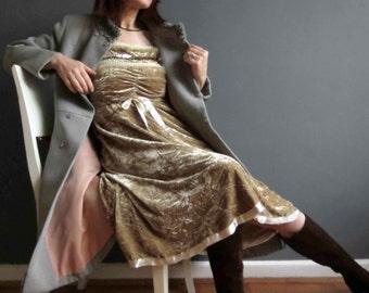 Vintage 80s 90s Honeycombe Gold Crushed Velvet Russian Princess Dress