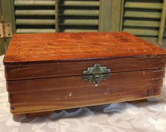 Vintage-Wood-Cedar-Dresser-Box