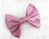 Vintage pink hair bow on barrette clip - Kawaii - Pin Up