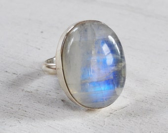 Rainbow Moonstone Sterling Silver Ring, Oval Moonstone Ring, Gemstone Statement Ring, Cocktail Ring, Rainbow Moonstone Bezel Set Ring