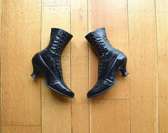 Antique black leather boots . vintage 1910s shoes