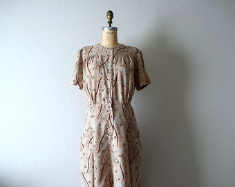 Vintage 1940s dress . 40s print dress . volup dress
