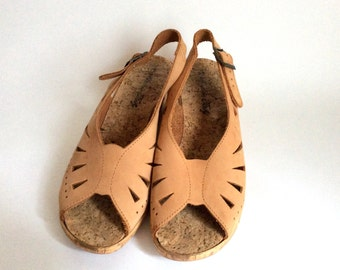 Vintage sling back plateau cork wedges sandals Tan colored Sling back perforated pumps 70s style bohemain natural sand colored womes summer
