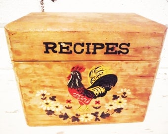 Recipe box shabby wooden chicken rooster primitive rustic vintage mid century red black brown lidded hinged