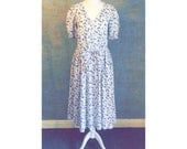 Cute Vintage LAURA ASHLEY V Neck Floral Print Dress with Cuffed Sleeves. Made in Britain
