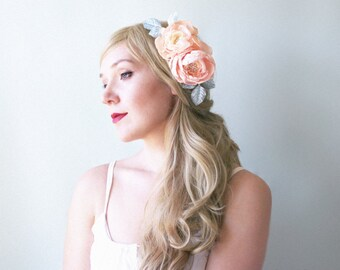Vintage inspired floral bridal headpiece. Peach color hair flowers. Floral hair comb. Flowers and branches with leaves for hair