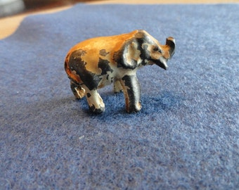 C025)  Vintage Miniature Pot Metal Elephant
