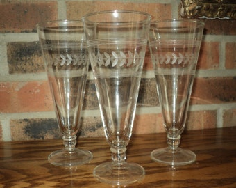 11 Etched Glass Beer Stein Stemware pieces  in Good Condition with art deco etched design which can be used for champagne or water goblets