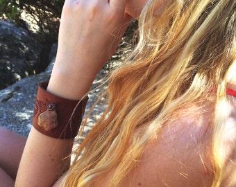 Sunstone leather cuff, Leather cuff, Raw stone cuff, Boho leather cuff, Wide leather cuff, Rough stone jewelry, Raw stone jewelry