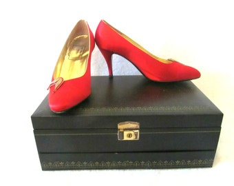 Vintage Red Satin Pumps Fiorentina Raphael Shoes Gold Tone Metal Leaf Detail Leather Soles Sz 8 Made in Italy
