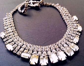 "Rhinestone Wedding Prom Bib Necklace Emerald Stones Silver Metal High End Glamour 17"" Vintage"