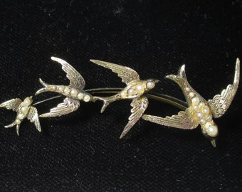 Antique Gold Brooch featuring bird motif and seed pearls - Victorian age - 15k Gold - 7.1 grams