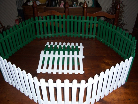 Vtg Folk Art Christmas Tree Picket Fence..Large Primitive