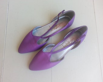 Vintage purple shoes flats . T bar sandals . size 8
