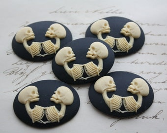 Conjoined twins Cameo Cabs - 5 pieces  - Skull Gothic Anatomical Siamese Twins Skeletons Skull CAMEO 40x30mm
