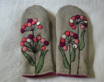 Wool mittens with felted pink flowers