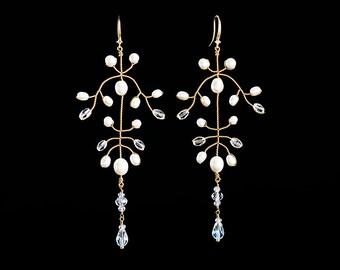 644_Gold earrings, Pearl earrings, Earrings leaves, Dangle earrings, Dangly earrings, Handmade earrings, Pearl jewelry, Wedding jewelry.