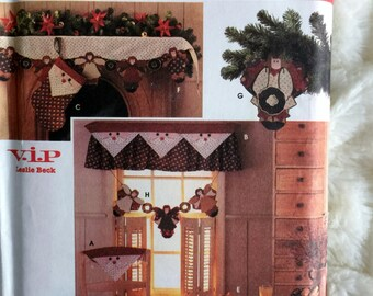 Simplicity Holiday Christmas Santa Curtains Garland Chair Back Table Runner Sewing Pattern 7914 UC FF Uncut