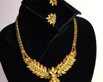 VINTAGE CITRINE PERIDOT 1950's 1960's necklace and screw back earrings set.