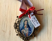 Vintage brooch with hand painted Virgen Maria