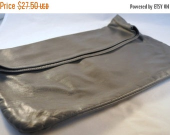 ON SALE Vintage Leather Gray Clutch / Purse 70's - Fabulous