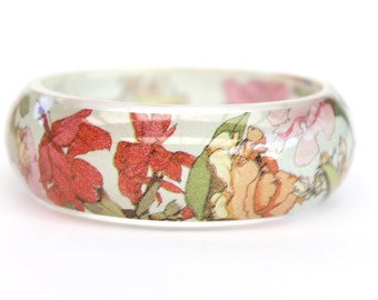 Resin bangle with embedded floral art