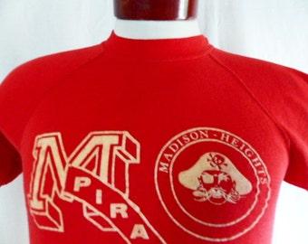 go MHHS Pirates vintage 70s 80s Madison Heights High School short sleeve red fleece graphic sweatshirt raglan white applique felt logo mediu