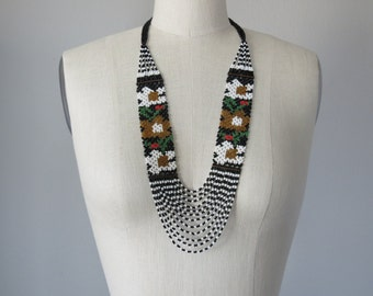 70s seed bead floral necklace / hand beaded necklace