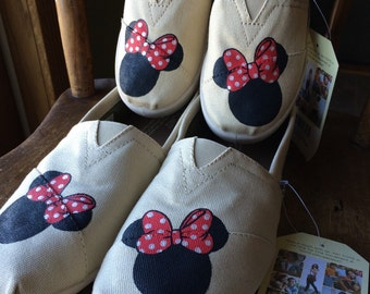 Mommy & Me Minnie Mouse Hand Painted TOMS with No Polka Dots.