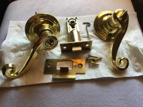 1980s Vintage Defiant Scroll Polished Brass Entry Lever