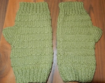 lovely pair of ladies fingerless gloves/mittens green