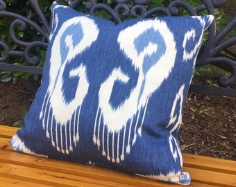 "18"" Blue Ikat Print Decorator Pillow Cover"