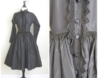 1950's Claire McCardell Full Skirted Dress// LBD// High Neckline// Lace