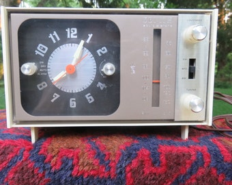 1960's Zenith Solid State Working Clock Radio
