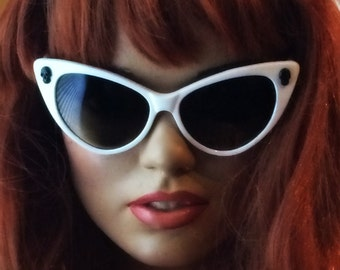 White Cateye Sunglasses, Cayeyes, Sugar Skull, Skulls, Day of the Dead, Rockabilly Pinup, Punk, Goth, Handmade, Vintage, cat eye glasses