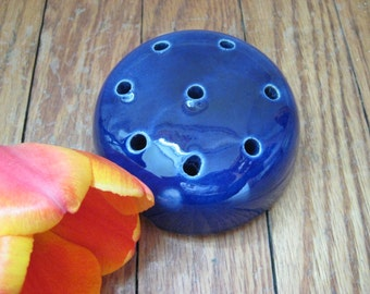 vintage ceramic flower frog - cobalt blue - flower arranging - bouquet - garden collectible - flower holder - flowers