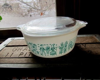 pyrex Amish butterprint covered casserole 1 and 1/2 pt number 472