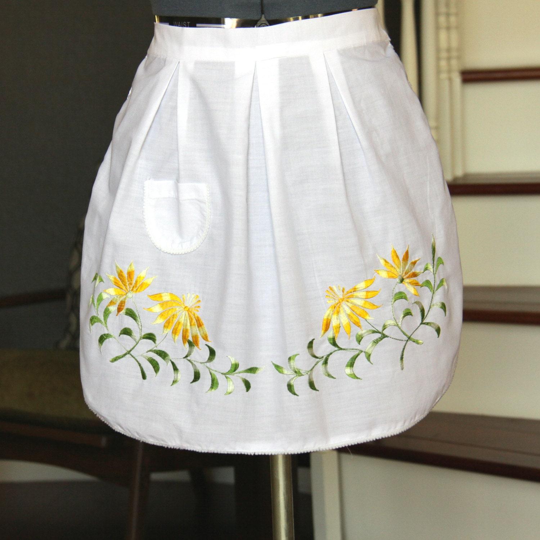 half apron vintage embroidered half apron aprons for women. Black Bedroom Furniture Sets. Home Design Ideas