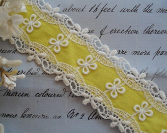 """1y Vintage USA 1 5/8"""" Schiffli Venise Lace Yellow Insert Cotton Daisy Flower Embroidered Trim Doll Dress Crazy Quilt Ribbon Novelty Sewing"""