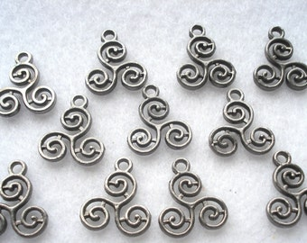 16mm Gunmetal Grey Three Curls Charm Pack of 10 Celtic Style Charms C49