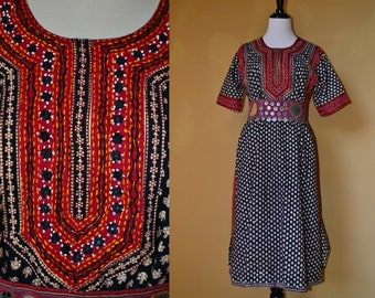 70's 80's S/M India Bollywood Kurta boho embroidered beaded mirror floral short sleeve Black cream Red block print cotton caftan midi dress