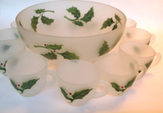 Beautiful Vintage 1950s Holly Leaf Christmas Frosted Punch