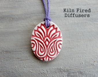 Aromatherapy White Clay Diffuser NECKLACERed Tulip Folk Art Handmade High Quality Ceramic Jewelry for Essential Oils Scent Aroma Therapy
