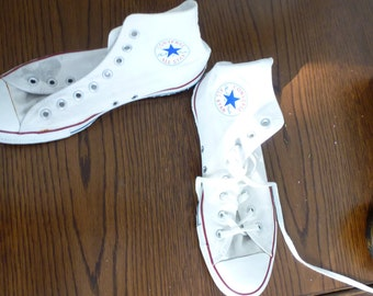 white  shoes- size 42 eu- only one shoe lace is there