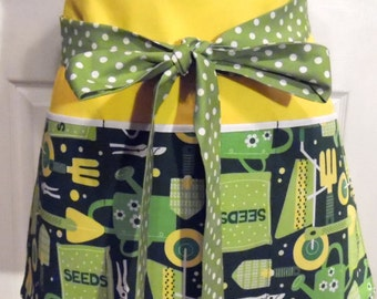 Green Gardening Apron - With Yellow - Gardening Apron - 3 Pockets