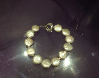 Sale freshwater pearl bracelet with flower charm